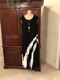 20.00 Chico s size 3 gorgeous lined black and white print maxi dress. Perfect for summer!