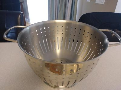 Stainless steel colander. Great condition.