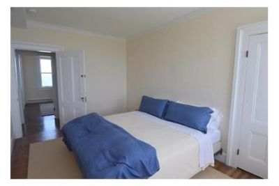 5 bedrooms House - Waterfront-spectacular. Washer/Dryer Hookups!