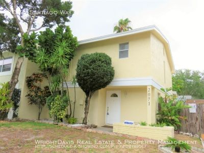 Valencia Park offers 4/2 Townhome with detached Garage !!!