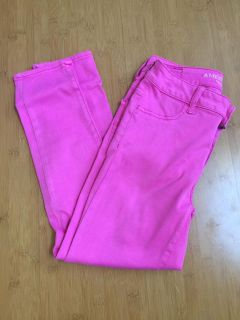 AMERICAN EAGLE OUTFITTERS Pink Cropped Pants size 4