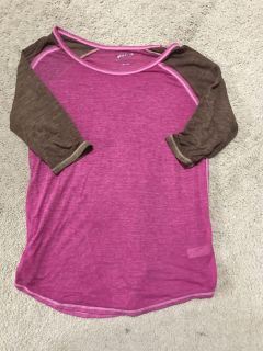 Magenta and brown quarter sleeve