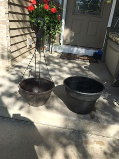"""Plastic hanging basket and plastic planter 9.5"""" deep by 13"""" across"""