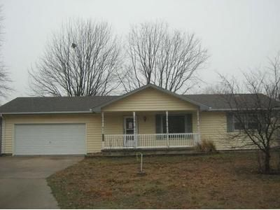 2 Bed 1 Bath Foreclosure Property in Newton, KS 67114 - Columbus Ave