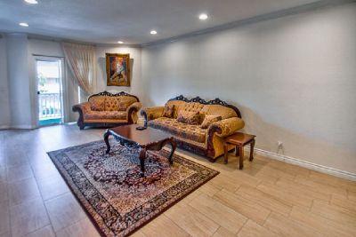 For Sale: 2 Bed 2 Bath condo in Encino for $417,500