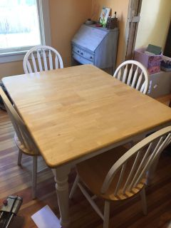 Table and 4 chairs - plz see description