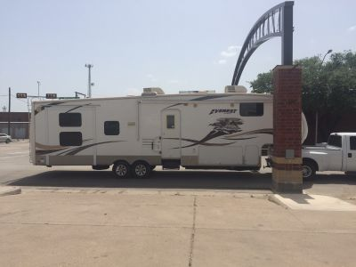 2009 Keystone EVEREST 330B