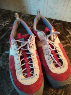 The North Face womems vibram shoes size 8.5. excellent condition. $10. Target Thursday only
