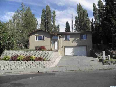1220 SW Wadleigh Dr Pullman Four BR, New roof and exterior paint