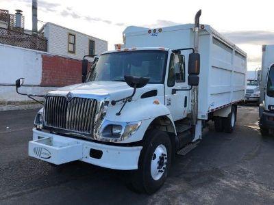 2004 International 7400 Garbage/Recycling Truck