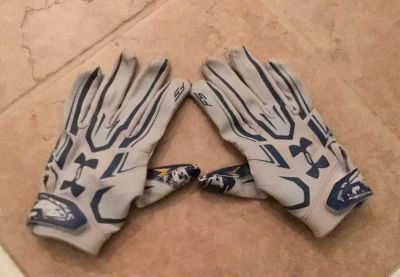 Under Armour Football Gloves, GUC! Youth size M