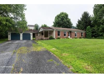 3 Bed 1.5 Bath Foreclosure Property in Mount Wolf, PA 17347 - Long Rd