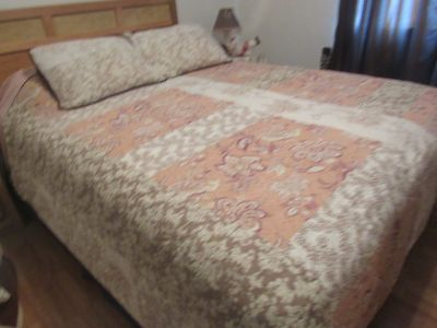 queen size light weight bedding comes with 2 shams