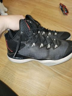 Nike Jordan's super fly 3 size 10 only a small scuff see.photo