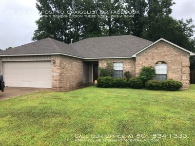 2418 Versailles Dr., Cabot AR 72023 - Nice 3br 2ba with fenced back yard in Stonehenge