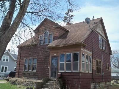 5 Bed 2 Bath Foreclosure Property in Oshkosh, WI 54902 - Oregon St