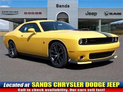 2018 Dodge Challenger 392 HEMI SCAT PACK SHAKER (Yellow Jacket)