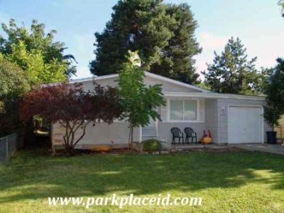 3 Bed, 1 Bath in Ideal Boise Location! Comes with Fully Fenced Yard and Garage!