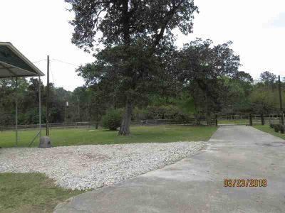 21726 Carol Road New Caney Two BR, garage apartment- 2bdms/2