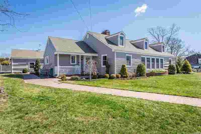 336 Richmond Ave Amityville, This 3400 sq ft Five BR Farm