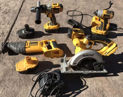 (((18V DeWalt Tool Kit Also Comes with Impact Drill)))
