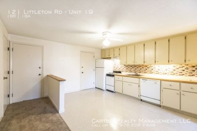 Ayer Super 1 Bdrm Freshly Painted w/ New Carpets, Free Parking Only $1250 - No Smoking, No Pets