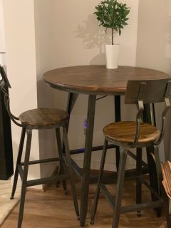Bar stools and table - like new, hardly used