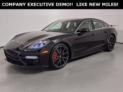 2018 Porsche Panamera GTS (black)