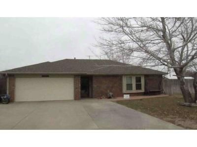 4 Bed 3 Bath Foreclosure Property in Amarillo, TX 79109 - Newlin Cir