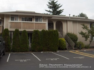 Nicely Updated 1 BR 1 BA Condo next to Marymoor Park