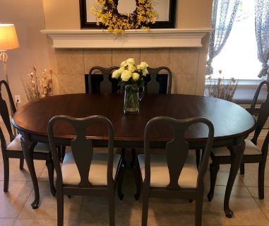 Beautiful Dining Room Table with 6 Chairs (350.00 or Best Offer)