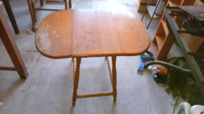 Solid wood table w/folding sides