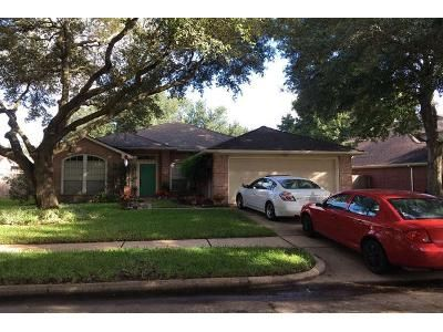 3 Bed 2 Bath Preforeclosure Property in Sugar Land, TX 77479 - Rolling Plains Dr
