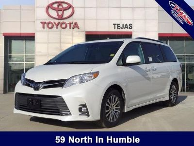 2019 Toyota Sienna XLE Auto Access Seat (Blizzard Pearl)