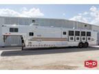 2001 4 Star 5 Horse Living Quarters Trailer 5 horses