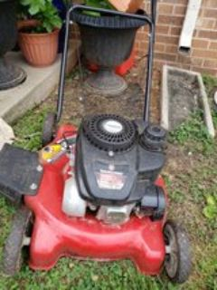 LIKE NEW YARD MACHINES PUSH MOWER