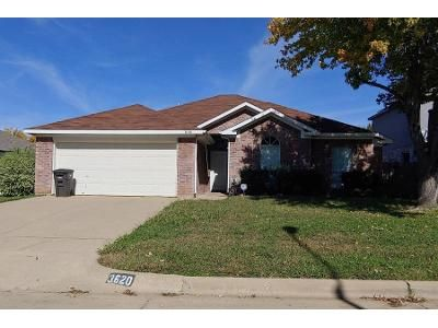 3 Bed 2.0 Bath Preforeclosure Property in Fort Worth, TX 76123 - Fleetwood Dr