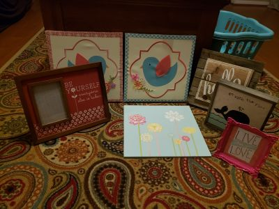 Asst. Home decor bundle box *see both photos to see items included.*