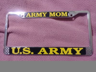 Beautiful tag plate. For the proud army mom. Letters are yellow.