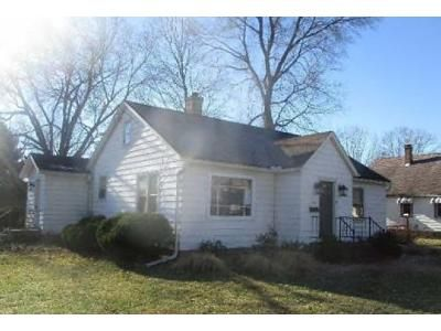 2 Bed 1.5 Bath Foreclosure Property in Henry, IL 61537 - Normal St