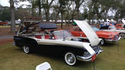 1957 Ford Fairlane 500 Skyliner (Black/White)