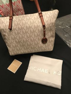NEW MICHAEL KORS VANILLA JET SET TOTE