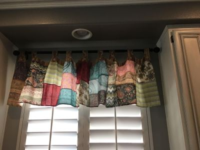 One panel window valence... such a cute patchwork pattern