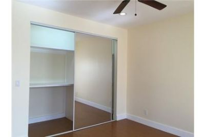 1 bedroom Apartment - MACARTHUR PARK recently remodeled exhibiting new hardwood floors. Parking Avai