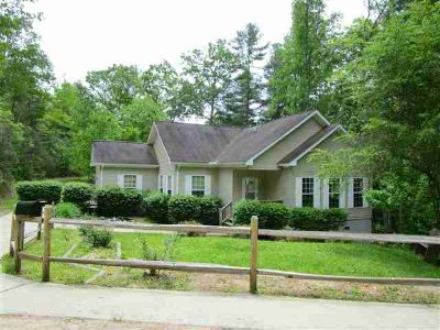215 Fox Hollow Circle Otto, What a great home for the price