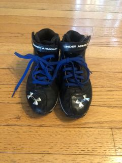 Boys Under Armour Football Cleats Sz 2.5 Y