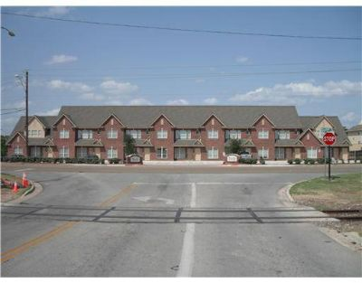 $495 Sublease for 1 bedroom in 22 Condo Female 1 month Free (4141 Welborn Rd)