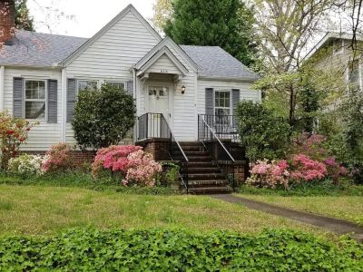 3BED LOCATED BEDROOM Woodland St available Immediate..