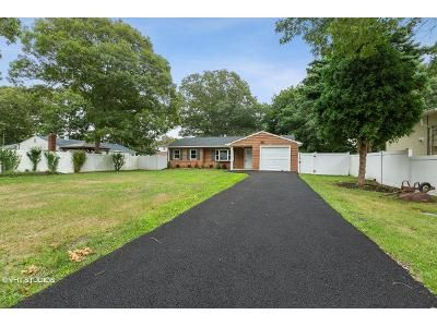 3 Bed 1.5 Bath Foreclosure Property in Shirley, NY 11967 - Broadway