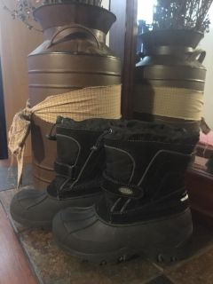Size 1 Totes brand black snow winter boot. Great shape